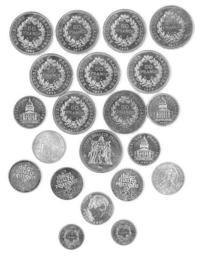 Lot de pièces en argent dont 1 franc, 50...