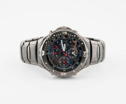 YEMA  Montre chronographe bracelet d'homme en acier noirci.  Boîtier rond, lunette...