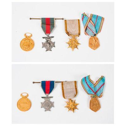 Quatre médailles :  - une d'or (métal doré)...
