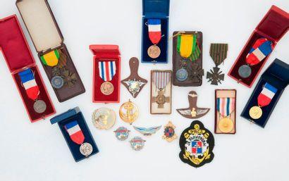 Ensemble de décorations et médailles :  *...