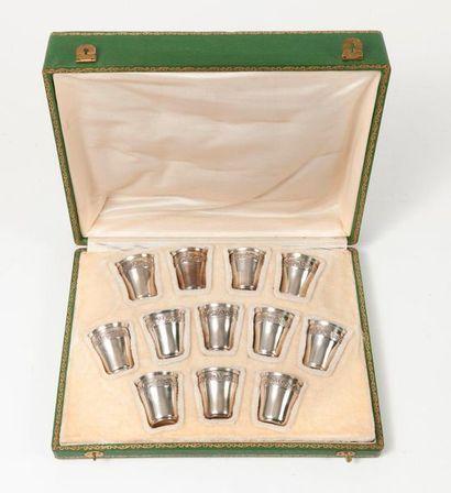 Douze gobelets à liqueur en argent (950)...