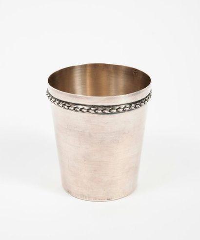 Gobelet tronconique en argent (950) souligné...
