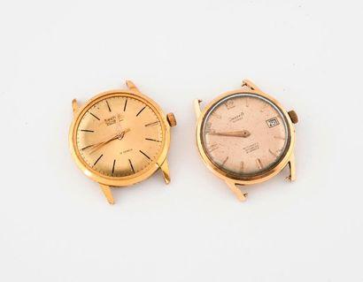 Deux boîtiers ronds de montre bracelet d'homme :  - un en or jaune (750).  Cadran...