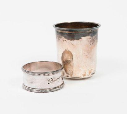 Deux objets en argent (950) :  - Timbale...