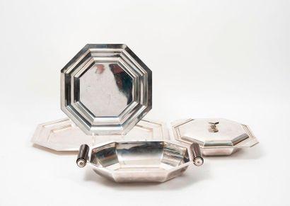 Lot en métal argenté, modèle Art Déco :  -...