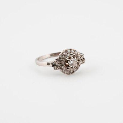 Bague en platine (850) ornée d'un diamant...