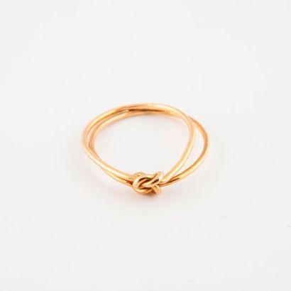 Bague en or jaune (750) formée de deux anneaux...