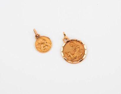 Deux médailles (Angelot accoudé ou Femme...