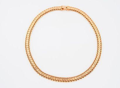 Collier ruban en or jaune (750) articulé,...