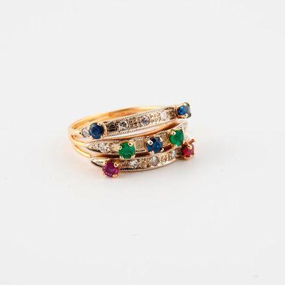 Bague trois anneaux en or jaune (750) ornée...