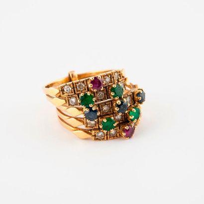 Bague cinq anneaux en or jaune (750) ornée...