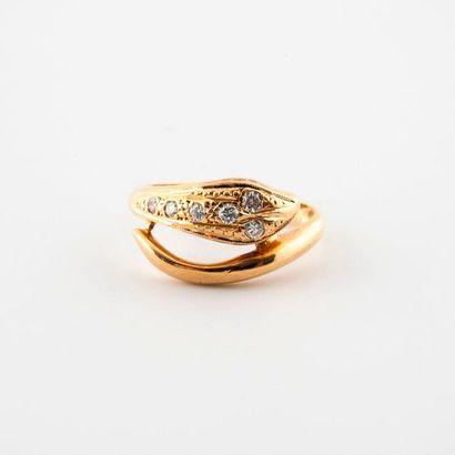 Bague en or jaune (750) à motif d'un serpent...