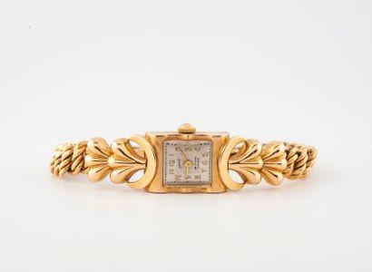Montre bracelet de dame en or jaune (750) Boîtier rectangulaire, attaches godronnées....