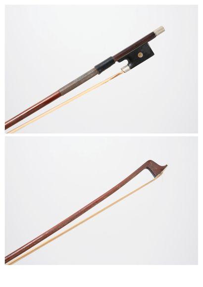 Archet de violon de 63 g. en bois de pernambouc...