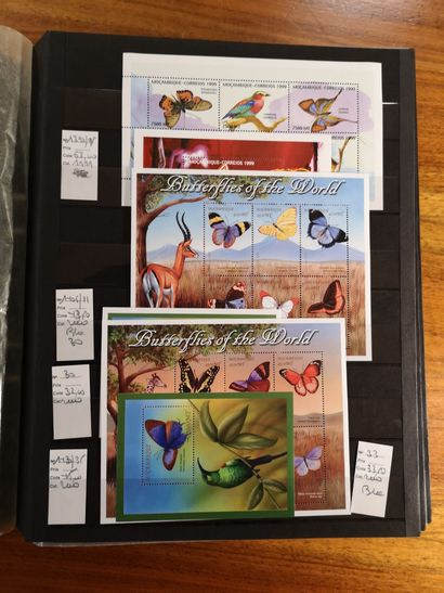 COLONIES ANGLAISES et DIVERS 19 albums de stock contenant des timbres-poste neufs,...