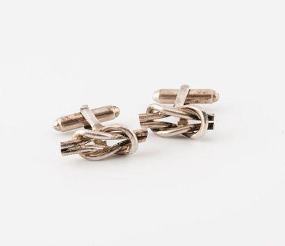 TIFFANY & CO Paire de boutons de manchette en argent (min. 800) à décor de noeud...