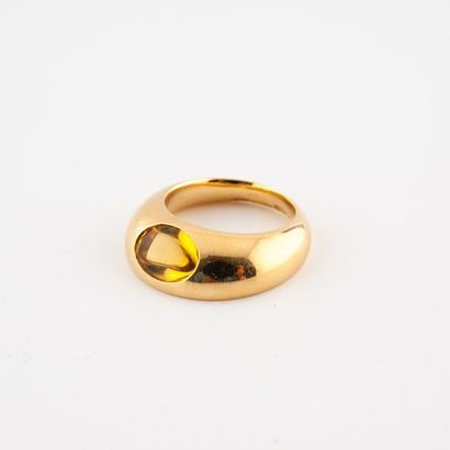 MAISON GEORG JENSEN Belle bague jonc asymétrique en or jaune (750) ornée d'un cabochon...