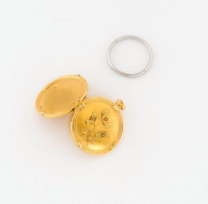 Médaillon porte-photo en or jaune (750)...
