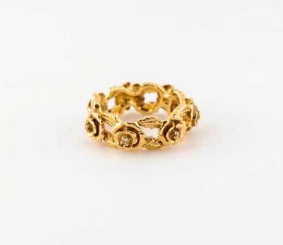 Bague en or jaune (750) ajourée, ornée d'une...
