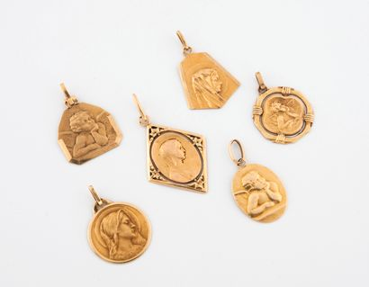 Six médailles de baptême en or jaune (750)....