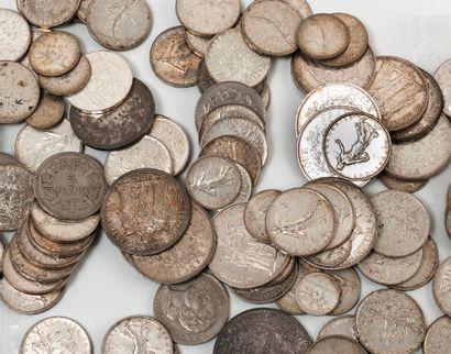 Lot de pièces en argent et métal diverses...