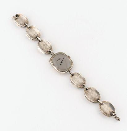 FRED Montre bracelet de dame en argent (min. 800).  Boîtier rectangulaire à bords...