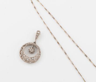 Fine chaîne en or gris (750) à maille cheval.  Fermoir anneau ressort.  Poids :...