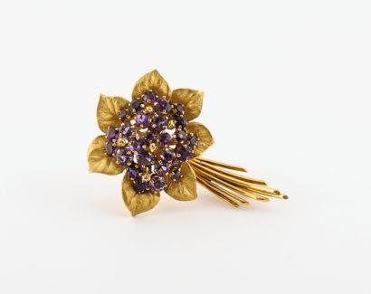 Broche fleur en or jaune (750) brillant ou...