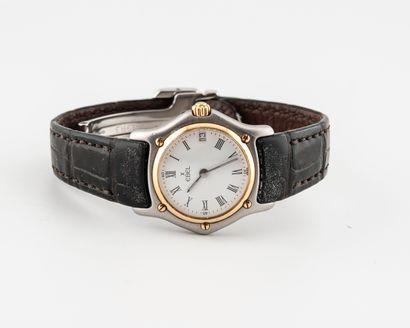 EBEL Montre bracelet de dame.  Boîtier rond en métal, lunette et vis en or jaune...