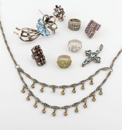 Lot de bijoux en argent (min. 800) divers...