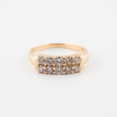 Bague en or jaune (750) ornée de deux lignes de diamants de taille brillant en serti...