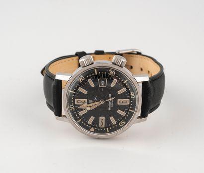LIP, Nautic-Ski Montre bracelet d'homme.  Boîtier rond en acier.  Cadran à fond noir...