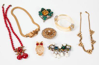 Lot de bijoux fantaisie :  - COTY  Broche...