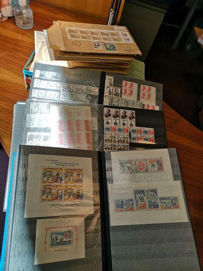 TOUS PAYS Ensemble de timbres dont FRANCE...