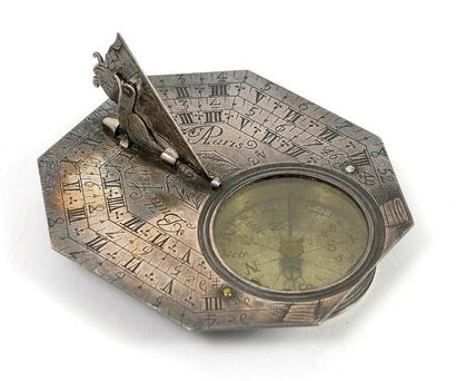 FRANCE BUTTERFIELD, à Paris. Horizontal sundial, portable. Octagonal silver plate...