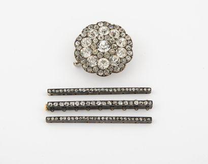 Trois éléments de bracelet en argent (min....