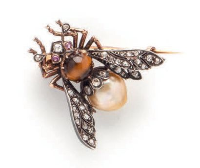 Yellow gold (750) and silver (925) brooch representing a bumblebee, the body formed...