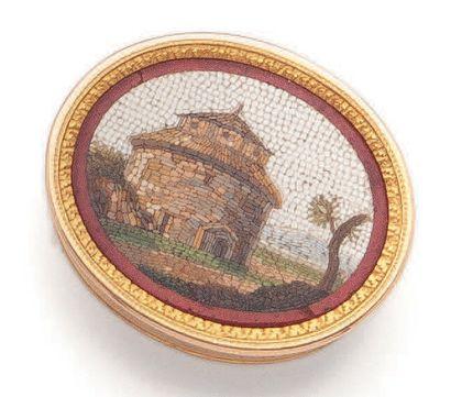 Petite boîte ovale en or jaune (750), dite «vinaigrette». Le couvercle à décor de...