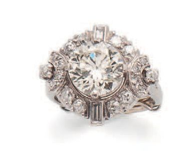 White gold (750) ring, the diamond-shaped...