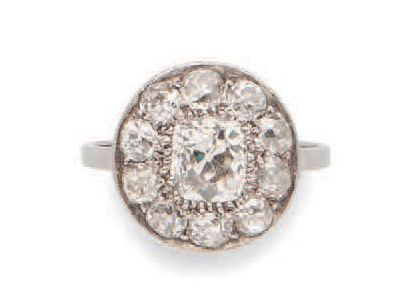 Platinum (850) ring with round top, centered...