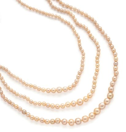 Necklace made up of three rows of white pearls,...