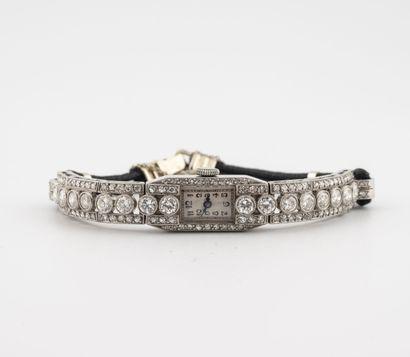 Montre bracelet de dame en platine (850)....