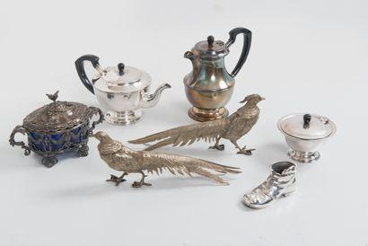 Lot d'objets en métal ou métal argenté :