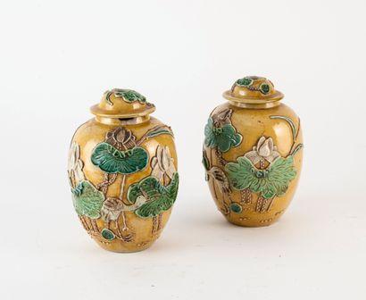 CHINE Vase en porcelaine.  Marque au revers.  H. : 30,5 cm.  On joint :  - Une paire...