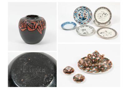 Lot de céramiques : - CHINE, Compagnie des Indes, XIXème siècle  Assiette circulaire...