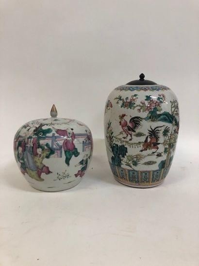 CHINE, début du XXème siècle - Pot à gingembre en porcelaine à décor polychrome d'une...