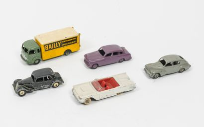 """DINKY TOYS, Made in France Lot comprenant :  -Simca cargo, Déménageur """"Bailly"""", cabine..."""