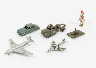 Lot of miniatures including :  RENAULT Frigate....