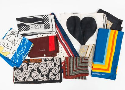 Lot de 9 foulards divers comprenant Nina...