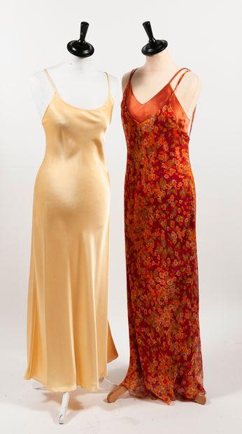 """SABBIA ROSE, MARJOLAINE Lot comprenant : - SABBIA ROSA """"Slip dress"""" longue en soie..."""